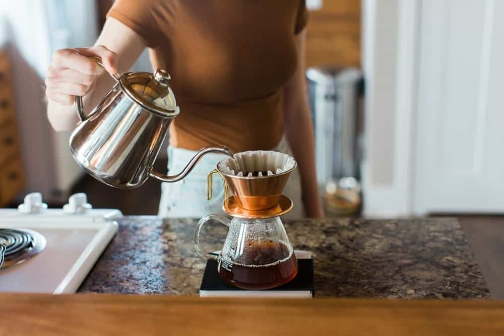 manualy brewing coffee